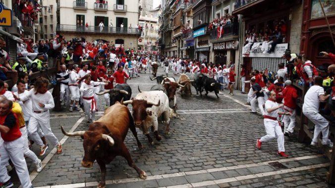 スペインの牛追い祭り