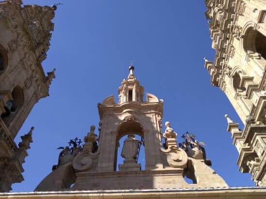 サンティアゴ大聖堂の屋根から見た正門
