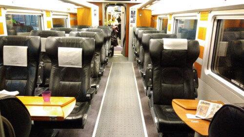 AVE一等席車両の座席