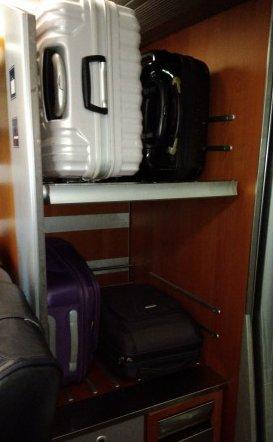 AVE一等車の荷物置き場
