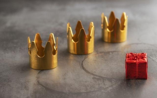 Reyes Magosの王冠とプレゼント