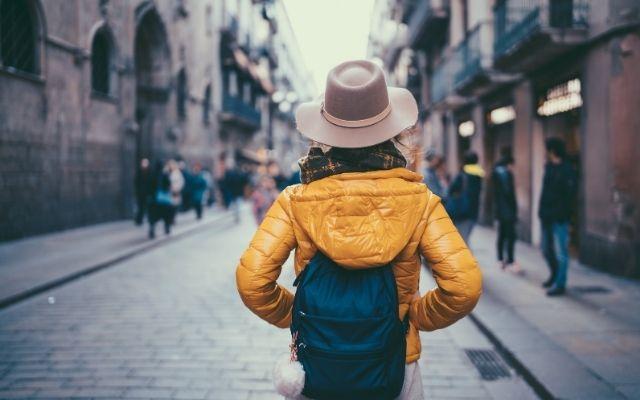 観光中の女性