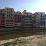 ジローナオニャー川沿いの建物