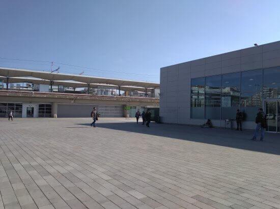 ジローナの高速列車の駅と普通列車の駅