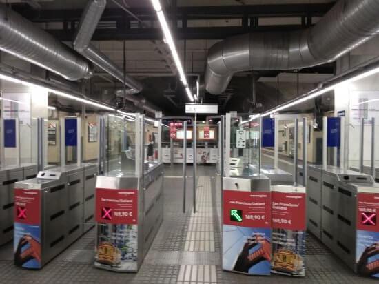 スペイン広場駅カタルーニャ鉄道の改札口