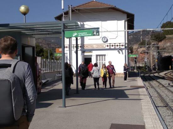Monistrtol de Montserrat駅クレマジェラ駅のホーム
