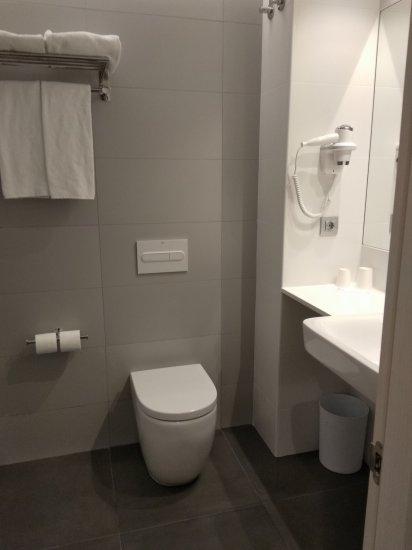 B&B Hotel Barcelona Viladecans部屋のトイレ