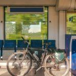 電車で自転車を運ぶ