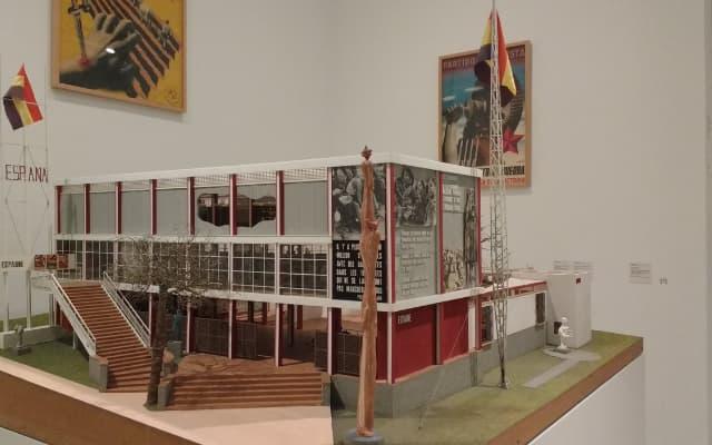 1937年のパリ万博博覧会スペイン館
